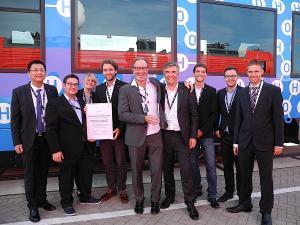 Die Fachgruppe Bahntechnik gewinnt den 1. Platz in der Kategorie Forschung und Wissenschaft der Innovation Challenge der DB AG, Bild von der Innotrans 2016