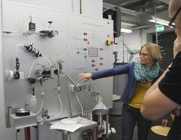 Arbeiten im Labor Brennstoffzellen
